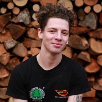 Davan Edwards – Climbing Arborist